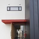 建築の中にある通り土間に向い合って住まう2世帯住宅インナーバイクガレージと趣味室 : 木津川の住宅の写真 通り土間の空間
