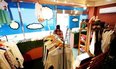 店内|おもちゃ箱のようなカラフルに彩られた店舗リノベーション空間