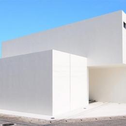 真っ白な外観 (糸満の住宅)