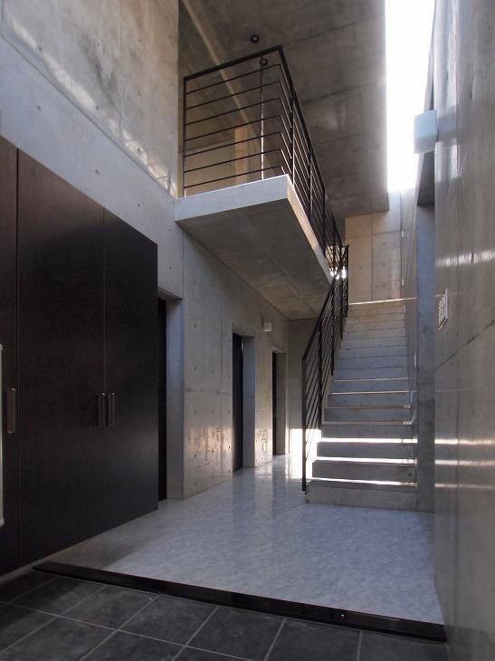 糸満の住宅の部屋 開放的なエントランス