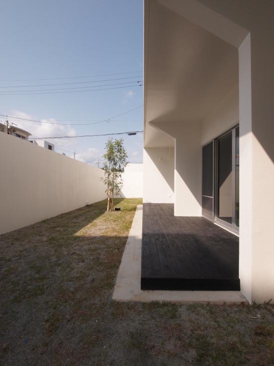 糸満の住宅の部屋 シンボルツリーのある中庭