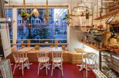 INTERIOR BOOKWORM CAFE (Dining)