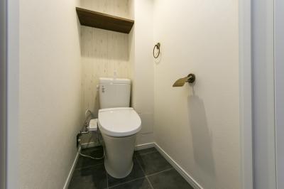 トイレ (『NYブルックリン』)