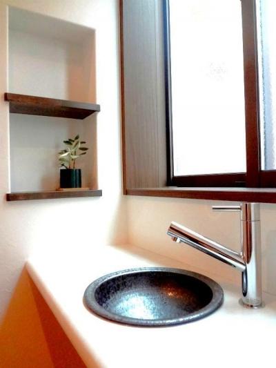 玄関手洗い (ダブルの断熱で1年中快適な住まい)
