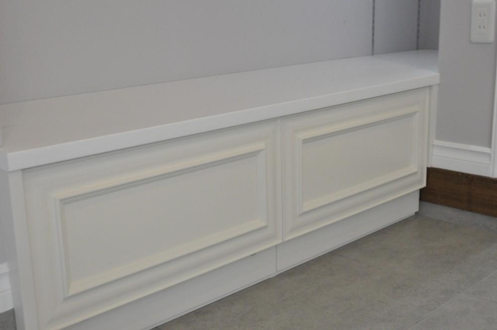 エレガントエントランス (玄関土間に造作したベンチ)