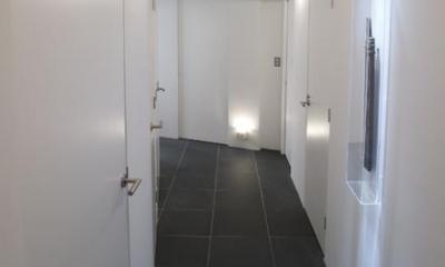 RESONANCE -58m²に、二つの音楽スタジオが (廊下)
