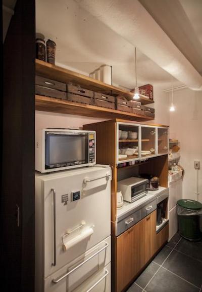キッチン (FIKA-「斬新すぎる」と方針転換、カフェ風に)