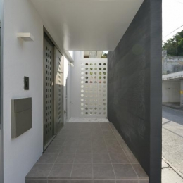 豊見城の住宅1 (玄関アプローチ)