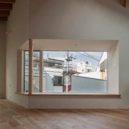 サンチャノマド (街の風景を切り取る大きな出窓)