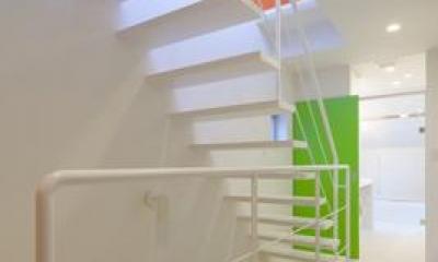 阿倍野の家 (白いオープン型階段)