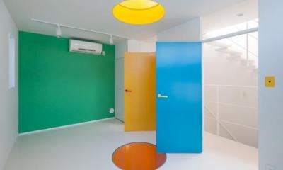 カラフルな洋室|阿倍野の家