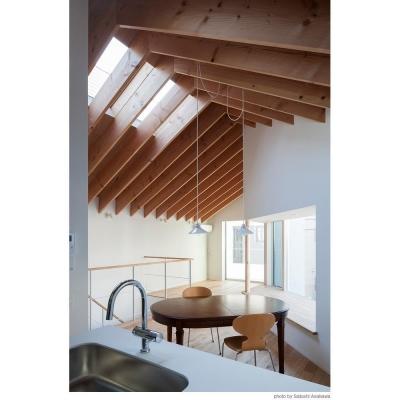 キッチンからダイニング、出窓へ (サンチャノマド)