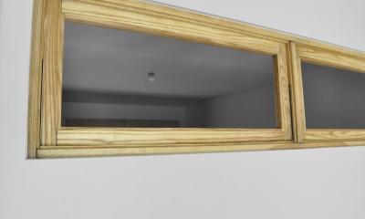 バリエブル・リノベーション (室内窓は和室へ光を届けてくれる)