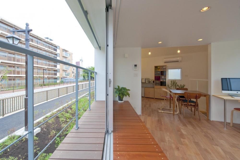 堀ノ内の住宅 (ベンチとバルコニー)