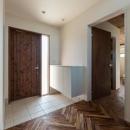 新庄のスキップハウスの写真 ヘリンボーン床の玄関
