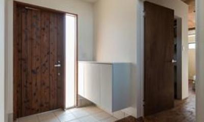 新庄のスキップハウス (ヘリンボーン床の玄関)