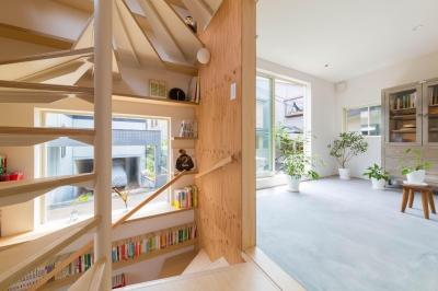 階段室とサンルーム (北烏山の住宅)