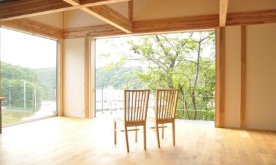安心という贅沢を。自然エネルギーだけで生活できる家 (開放的なリビング)