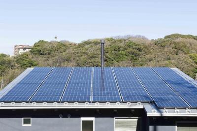 太陽光発電 (安心という贅沢を。自然エネルギーだけで生活できる家)