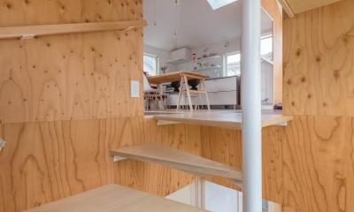 北烏山の住宅 (階段室より1階と2階を見る)