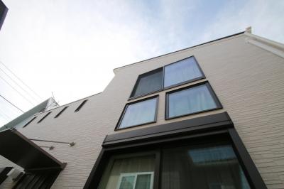 渋谷区E様邸 鉄骨階段とガレージのある家 (外観)