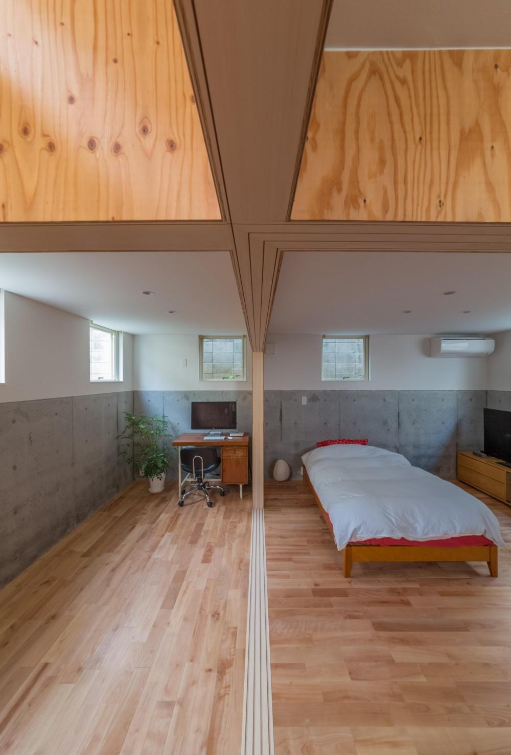 北烏山の住宅 (地階スペース2と寝室の境界)