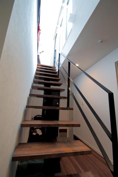 渋谷区E様邸 鉄骨階段とガレージのある家 (鉄骨階段)