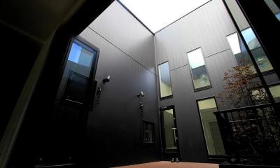 大田区A様邸 中庭のある3階建ての家 (2F デッキテラス)