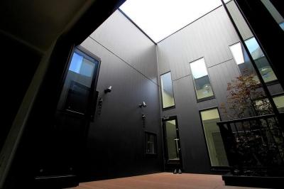 2F デッキテラス (大田区A様邸 中庭のある3階建ての家)