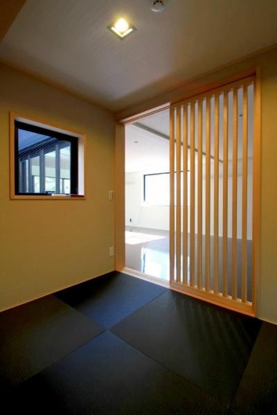 2F 和室 (大田区A様邸 中庭のある3階建ての家)