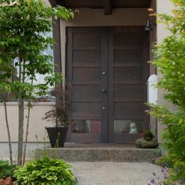 船橋・猫と暮らす家 (玄関)