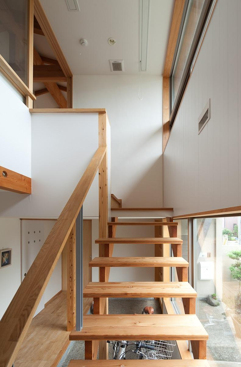 船橋・猫と暮らす家の部屋 階段と吹き抜け