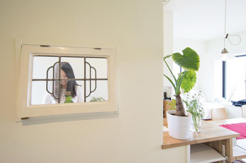 キッチン事例:キッチンにある窓(UEHARA APARTMENT)