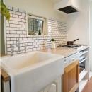 UEHARA APARTMENTの写真 キッチンのタイルはDIY