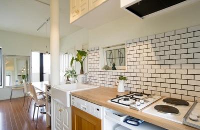 キッチンとダイニング (UEHARA APARTMENT)
