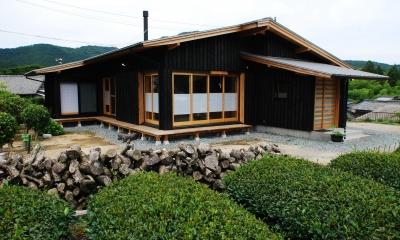 薪ストーブのある平屋建ての家