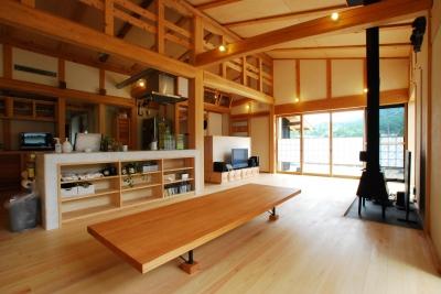 薪ストーブのある平屋建ての家 (リビング)