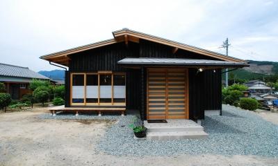 外観|薪ストーブのある平屋建ての家