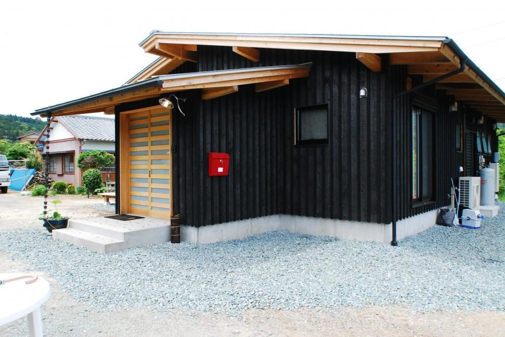 薪ストーブのある平屋建ての家 (外観)