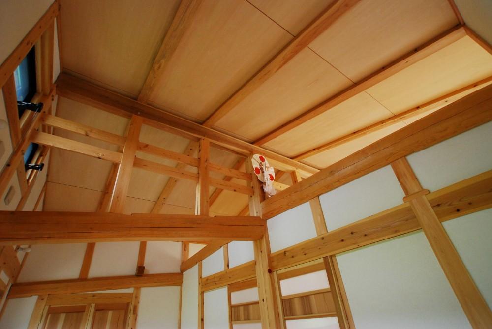 薪ストーブのある平屋建ての家 (天井)