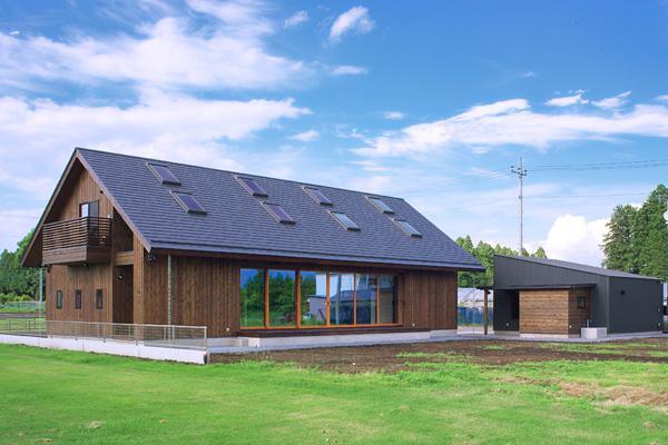 YZH 大屋根と高気密の部屋 西南より全体を 望む