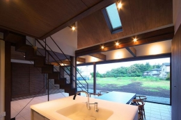 YZH 大屋根と高気密 (キッチンから南方を)