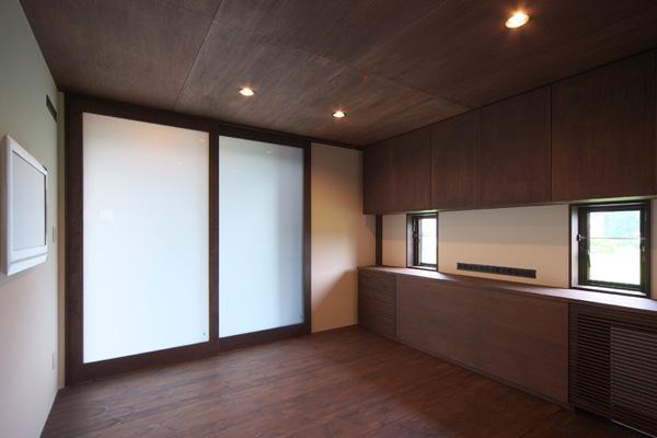 YZH 大屋根と高気密の部屋 主寝室