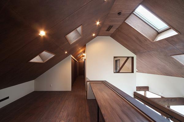 YZH 大屋根と高気密の部屋 学習スペース