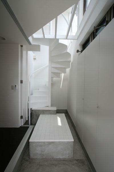 SZH 楔形の都市型住宅 (玄関ホール)