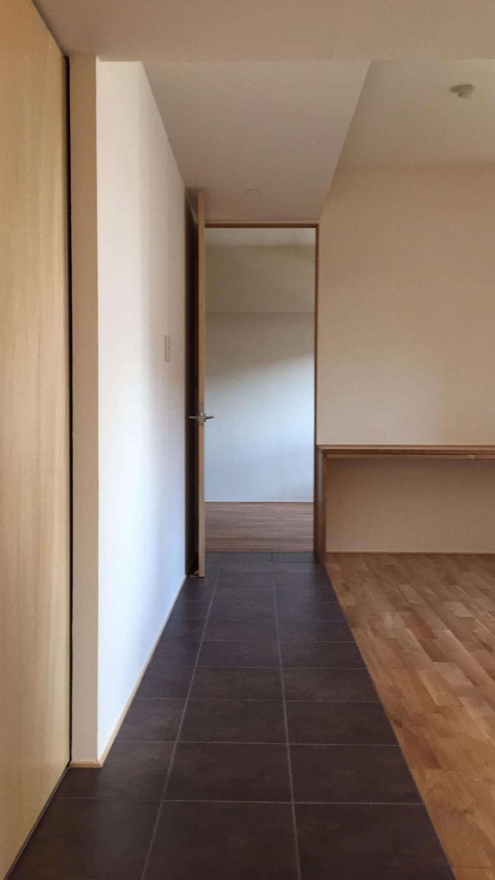 無垢材と左官壁のシンプル空間(浦和区のリノベーション) (リビング1)