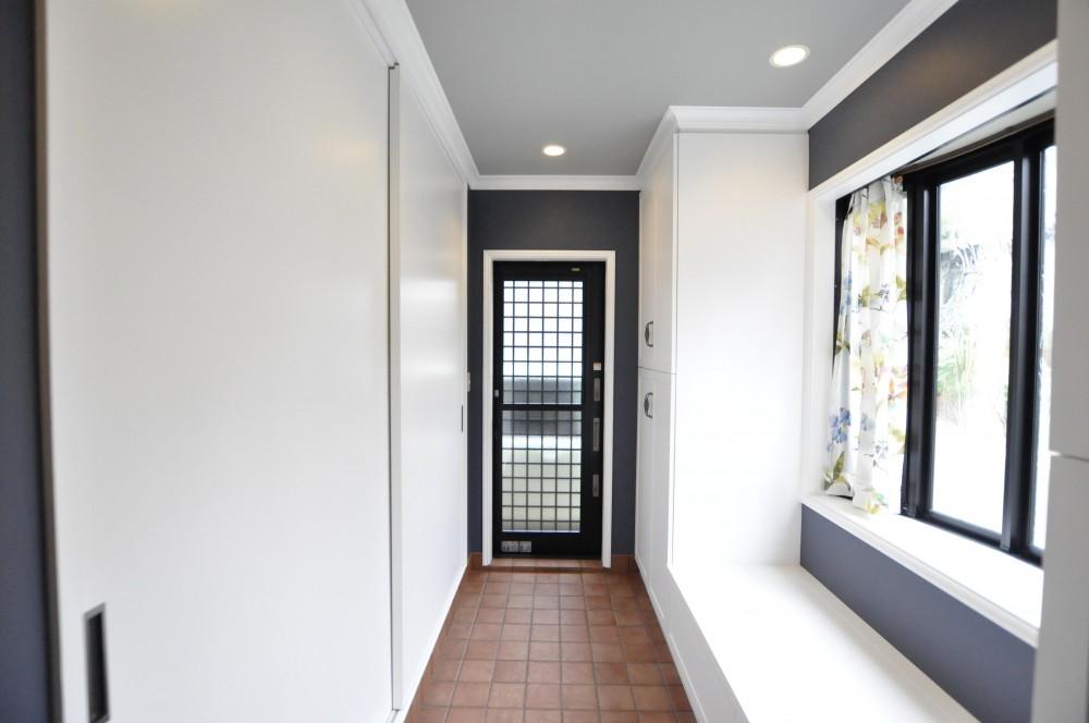 【2×4】クローゼットルームのあるエントランス (左側は寝室と共用できるクローゼット)