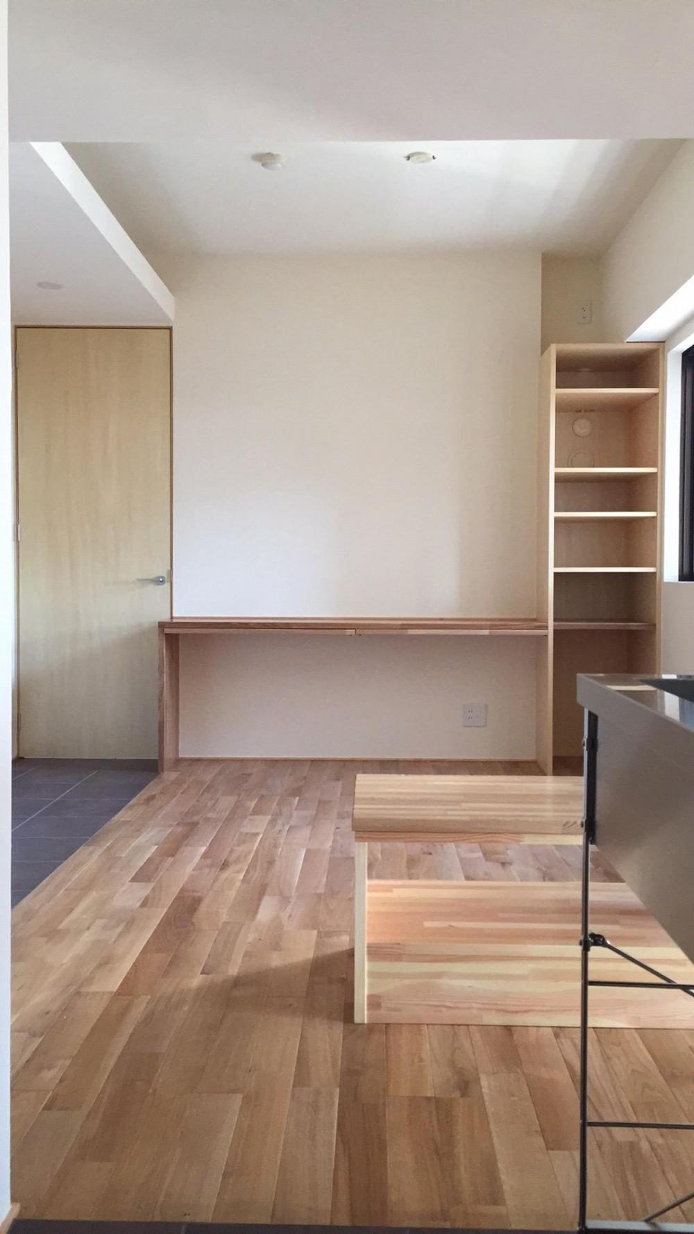 無垢材と左官壁のシンプル空間(浦和区のリノベーション) (リビング2)