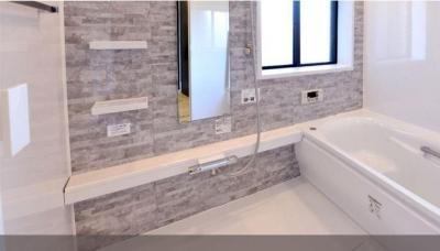 バスルーム (真っ白なラグジュアリーリノベーション)
