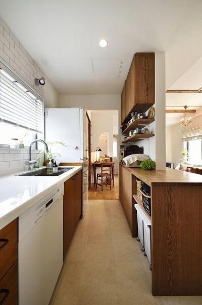 キッチン (家族もワンちゃんも大満足!ペレットストーブのある自然な暮し)